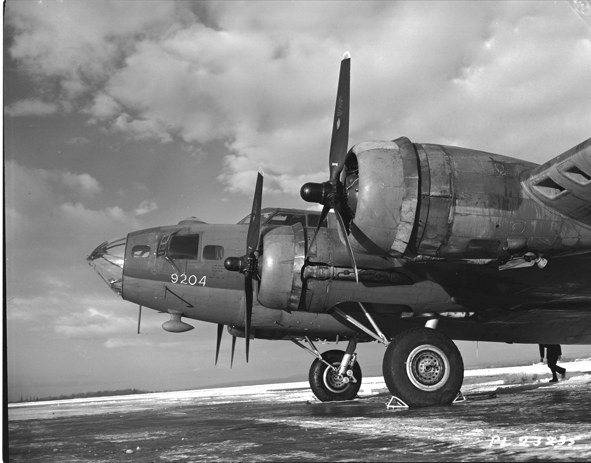 Wing Commander Bruce Middleton, commanding officer of 168 Heavy Transport Squadron, piloted this B-17 Flying Fortress from Ottawa to Britain with the first mail load of the RCAF's new service to soldiers, sailors, and airmen serving overseas during the Second World War. The flight left Rockcliffe, near Ottawa, on December 15, 1943. PHOTO: DND Archives, PL-23235