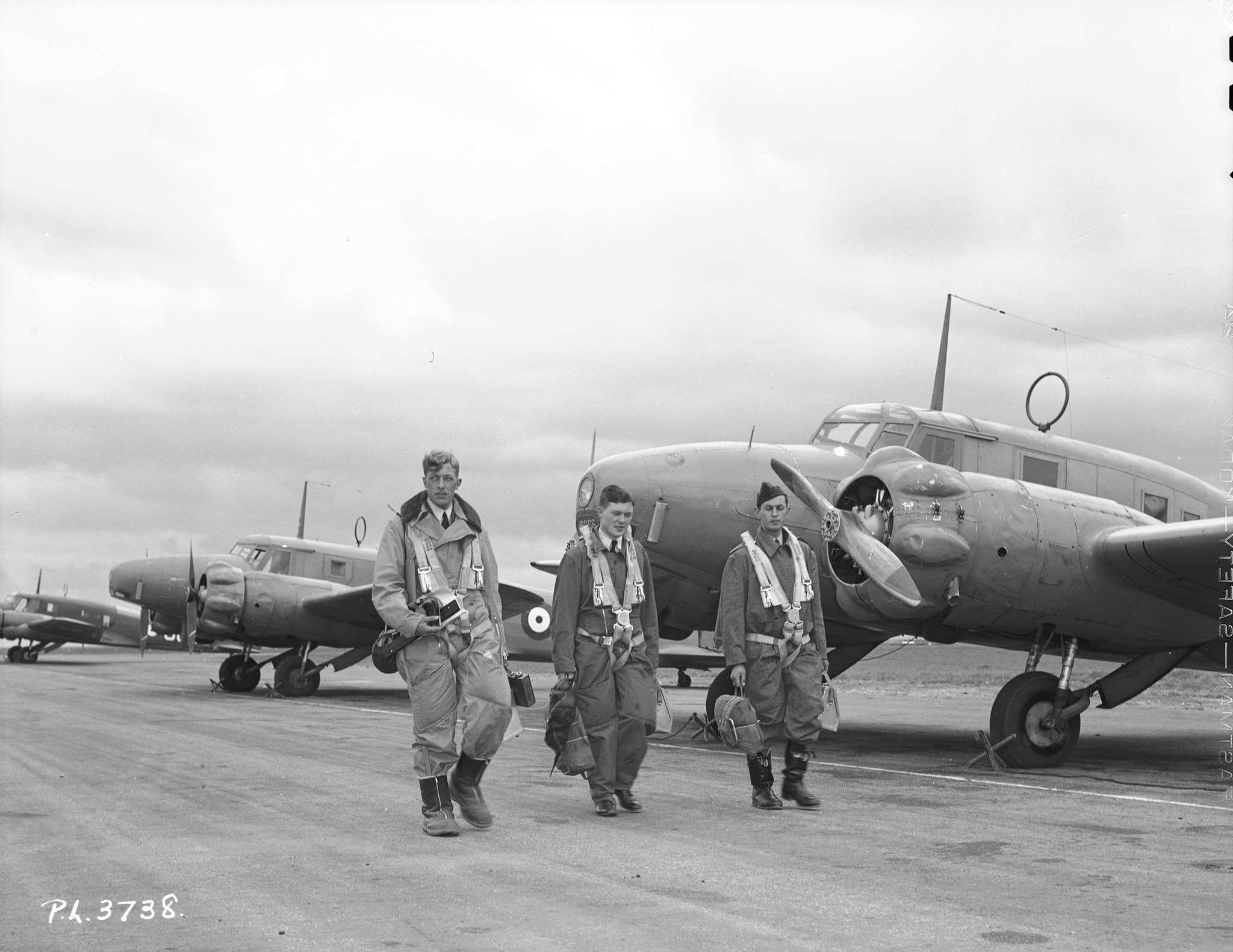 Observers from Australia, Canada and Great Britain walk to their Avro Anson aircraft for navigation training at RCAF Rivers, Manitoba. PHOTO: DND Archives