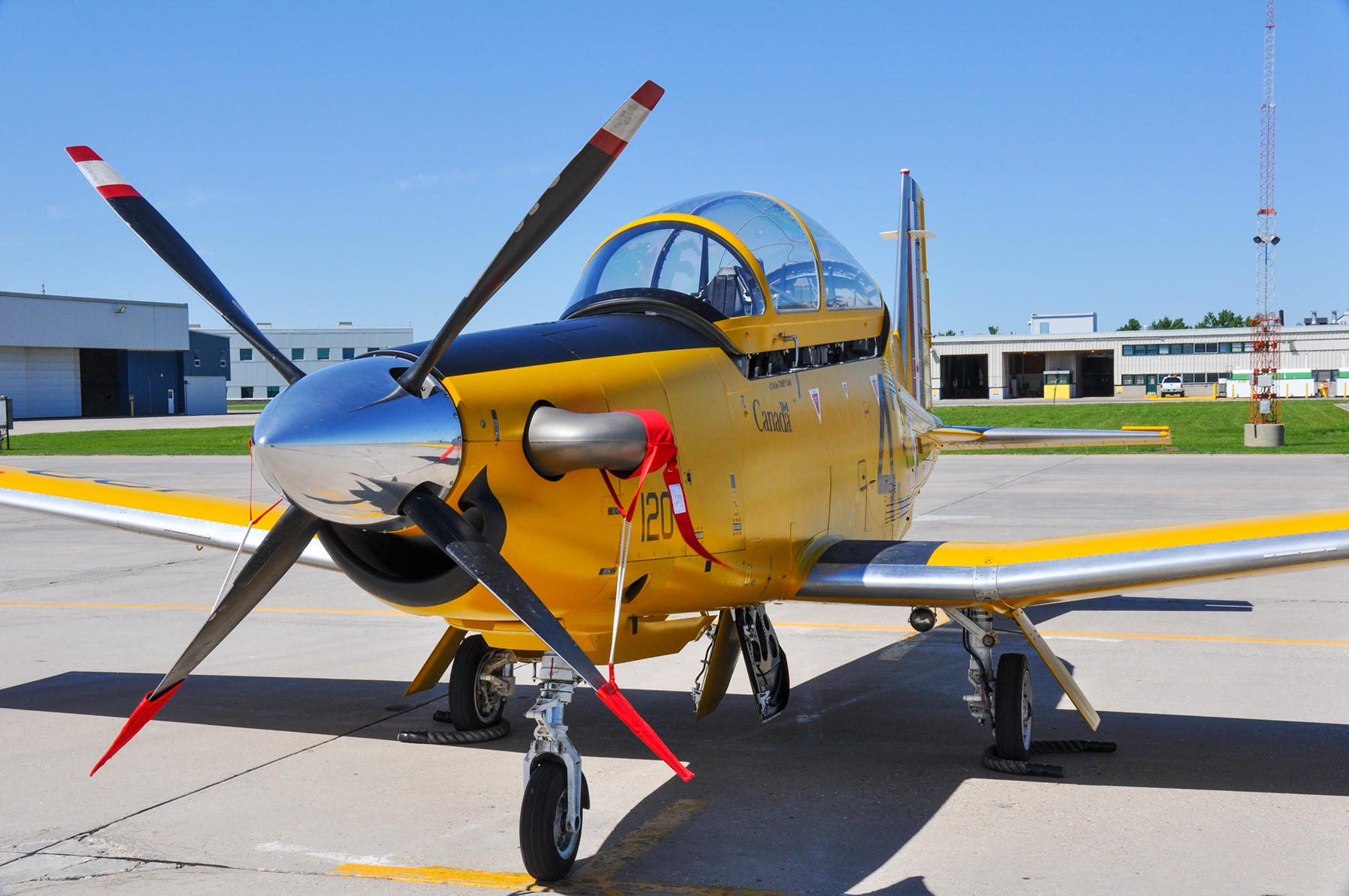 In honour of the British Commonwealth Air Training Plan (BCATP), 2 Canadian Flying Training School (2 CFFTS) received its newly painted CT-156 Harvard II at 15 Wing Moose Jaw on June 17, 2016. PHOTO: DND