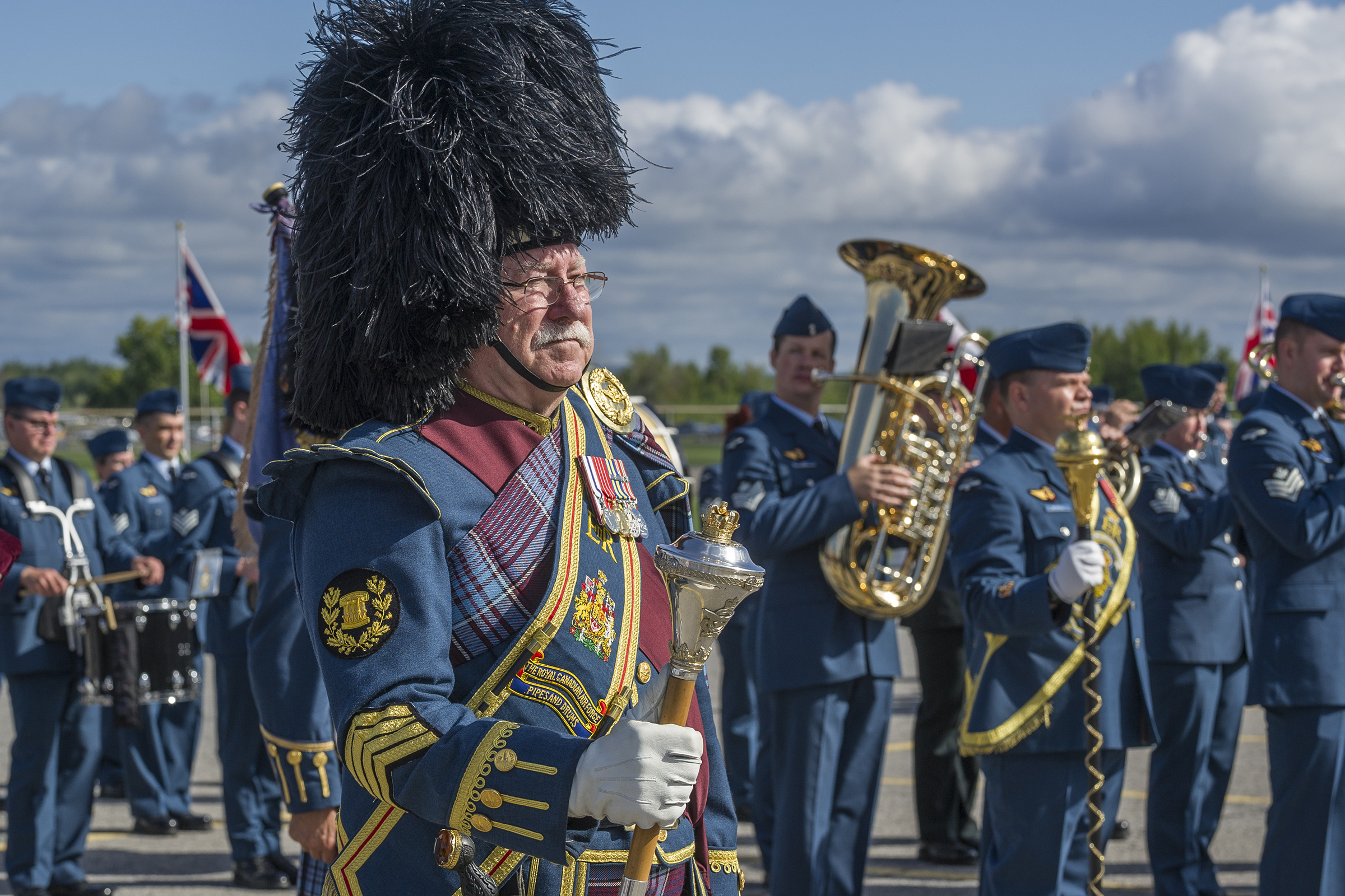 Drum Major Harold McDermott of the RCAF Pipes and Drums stands at the ready along with the Central Band of the Canadian Armed Forces during the national Battle of Britain ceremony held September 18, 2016, at the Canada Aviation and Space Museum in Ottawa. PHOTO: Corporal Alana Morin, FA03-2016-0032-033