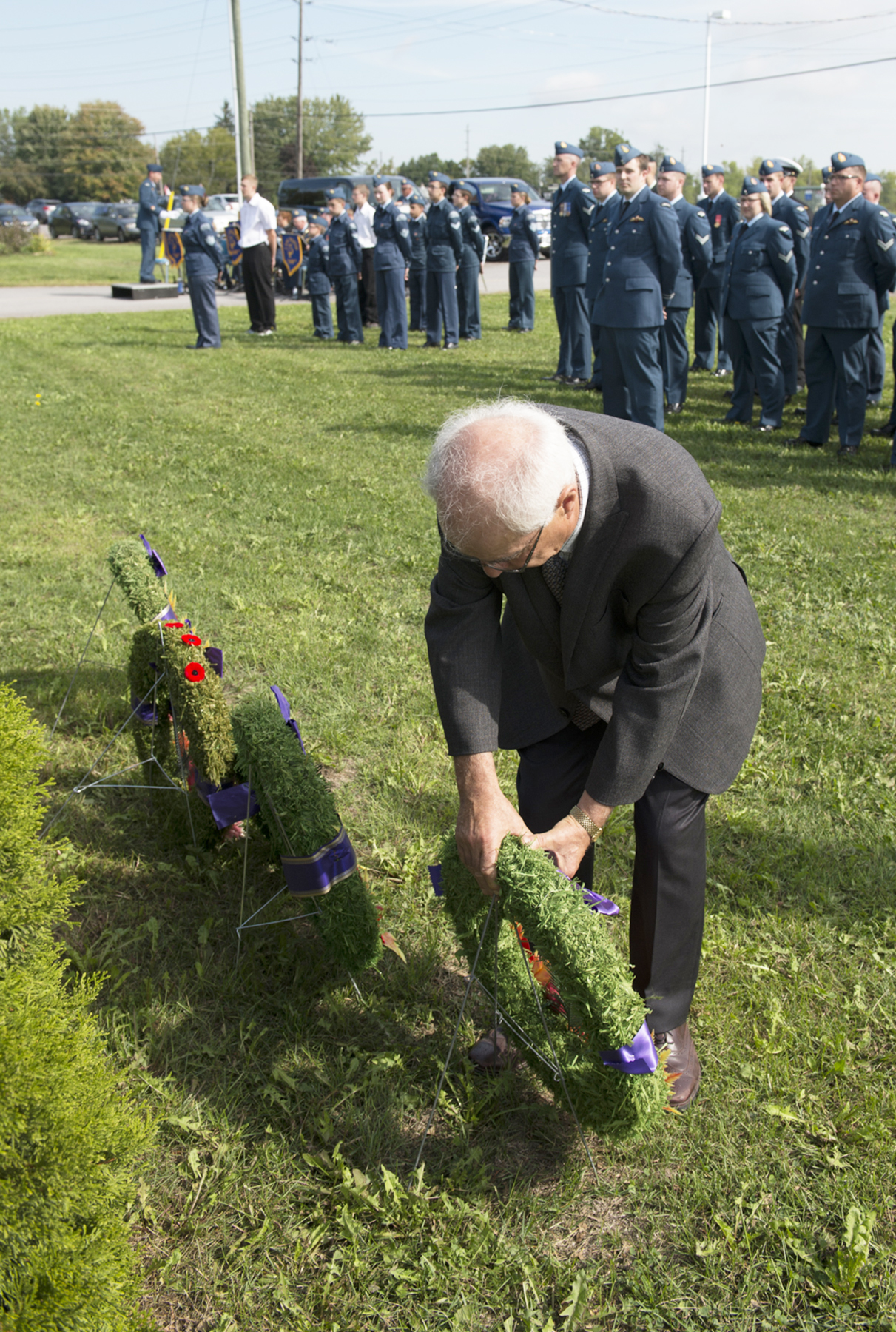 Lou Rinaldi, Member of Provincial Parliament for Northumberland/Quinte West, lays a wreath at the cenotaph during the 8 Wing Trenton, Ontario, Battle of Britain parade held at the 413 (Air Commodore Leonard Birchall) Wing Air Force Association of Canada on September 18, 2016. PHOTO: Corporal Owen W. Budge, TN10-2016-0688-015