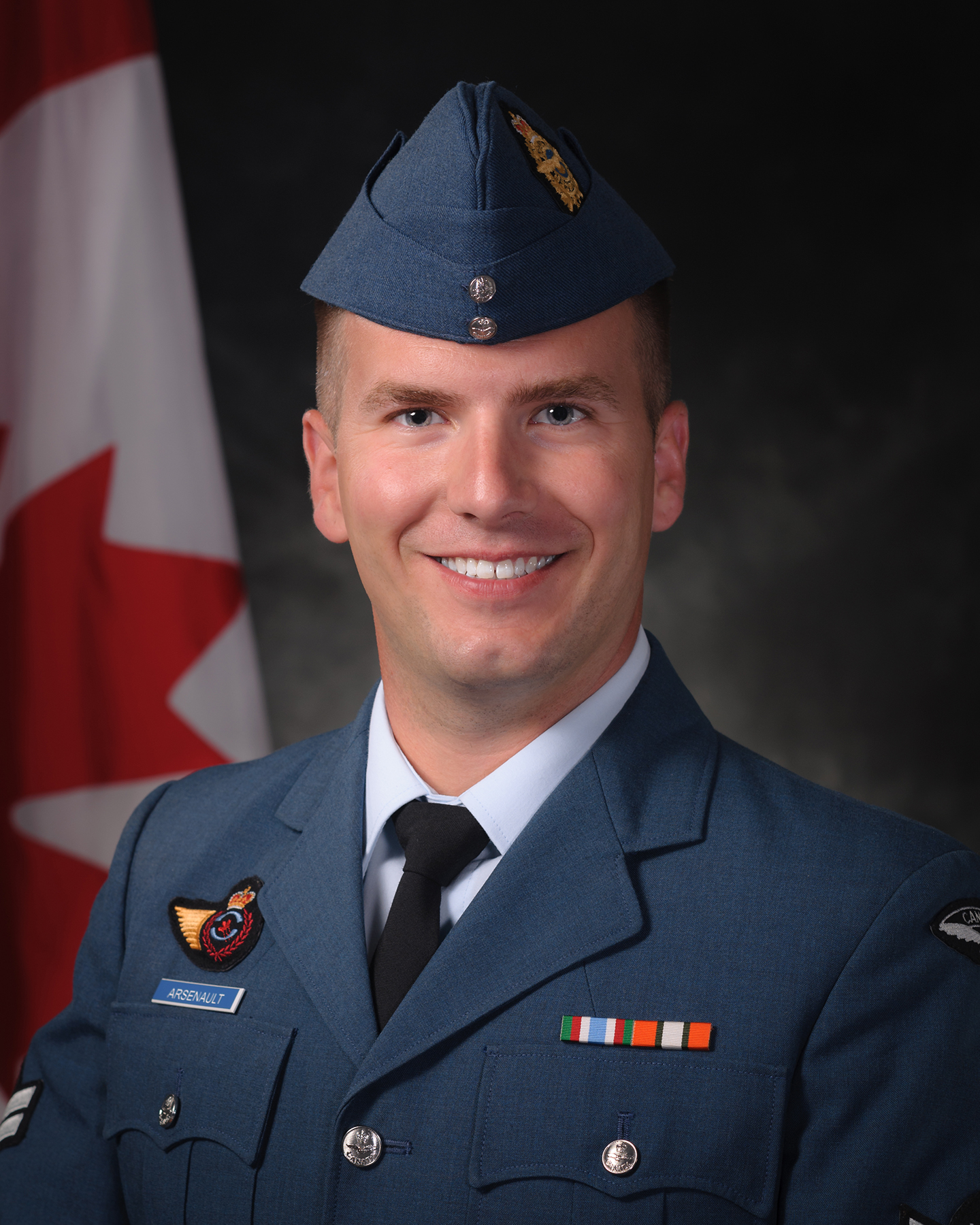Master Corporal George Arsenault, a 16 Wing aerospace control instructor at the Canadian Forces School of Aerospace Control Operations in Cornwall, Ontario, served as the Royal Canadian Air Force Sentry at the National War Memorial in Ottawa, Ontario, on Remembrance Day, November 11, 2016. PHOTO: DND, SU08-2016-0811-010