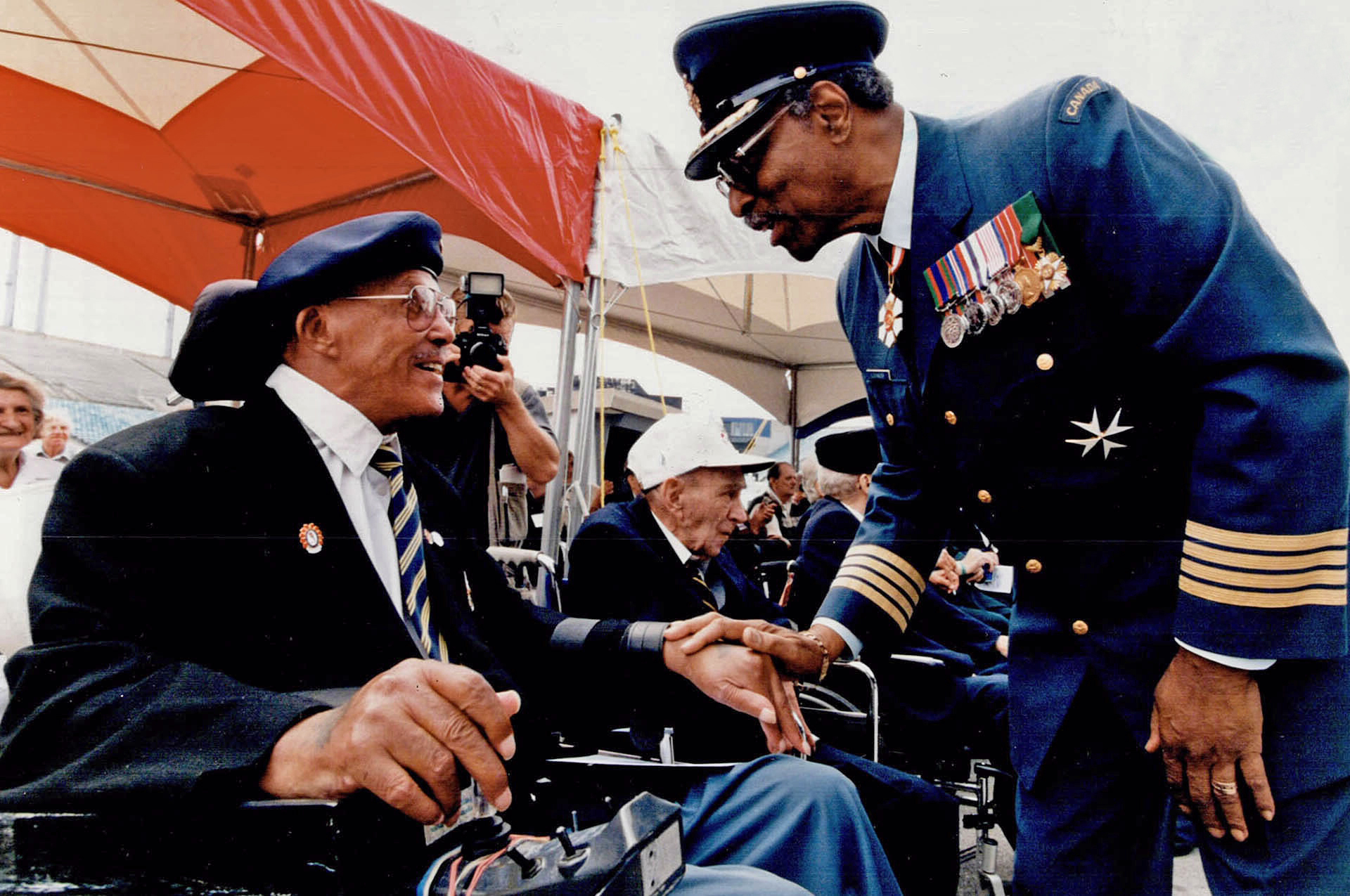 Lieutenant Governor Lincoln Alexander, wearing the uniform of an honorary colonel of the Air Force, speaks with a veteran. PHOTO: Toronto Star Archives