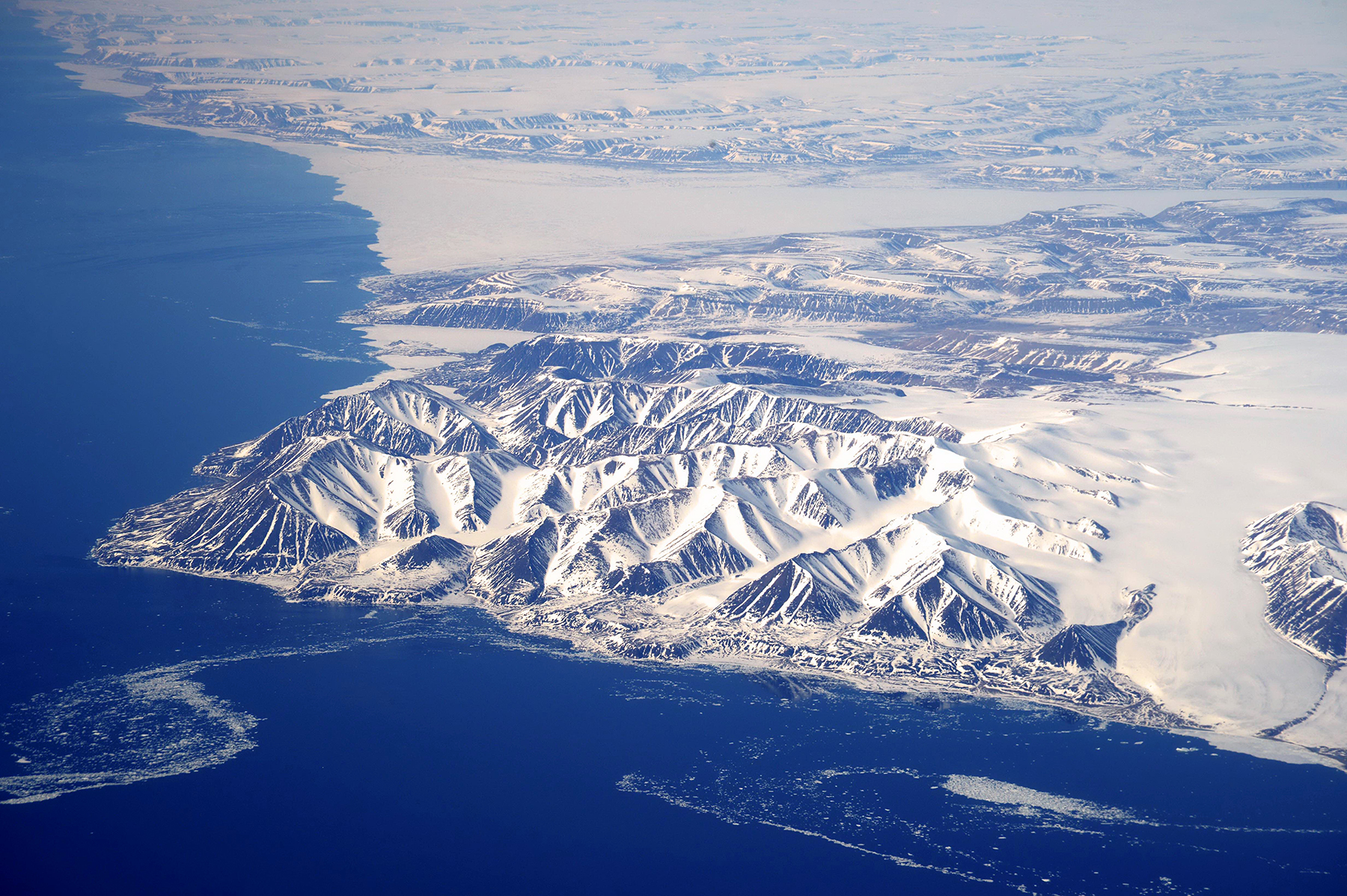 A June 10, 2016 aerial photograph of Nunavut, Canada, taken en route to Canadian Forces Station Alert from a CC-177 Globemaster aircraft during Operation Nevus. PHOTO: Petty Officer 2nd class Belinda Groves