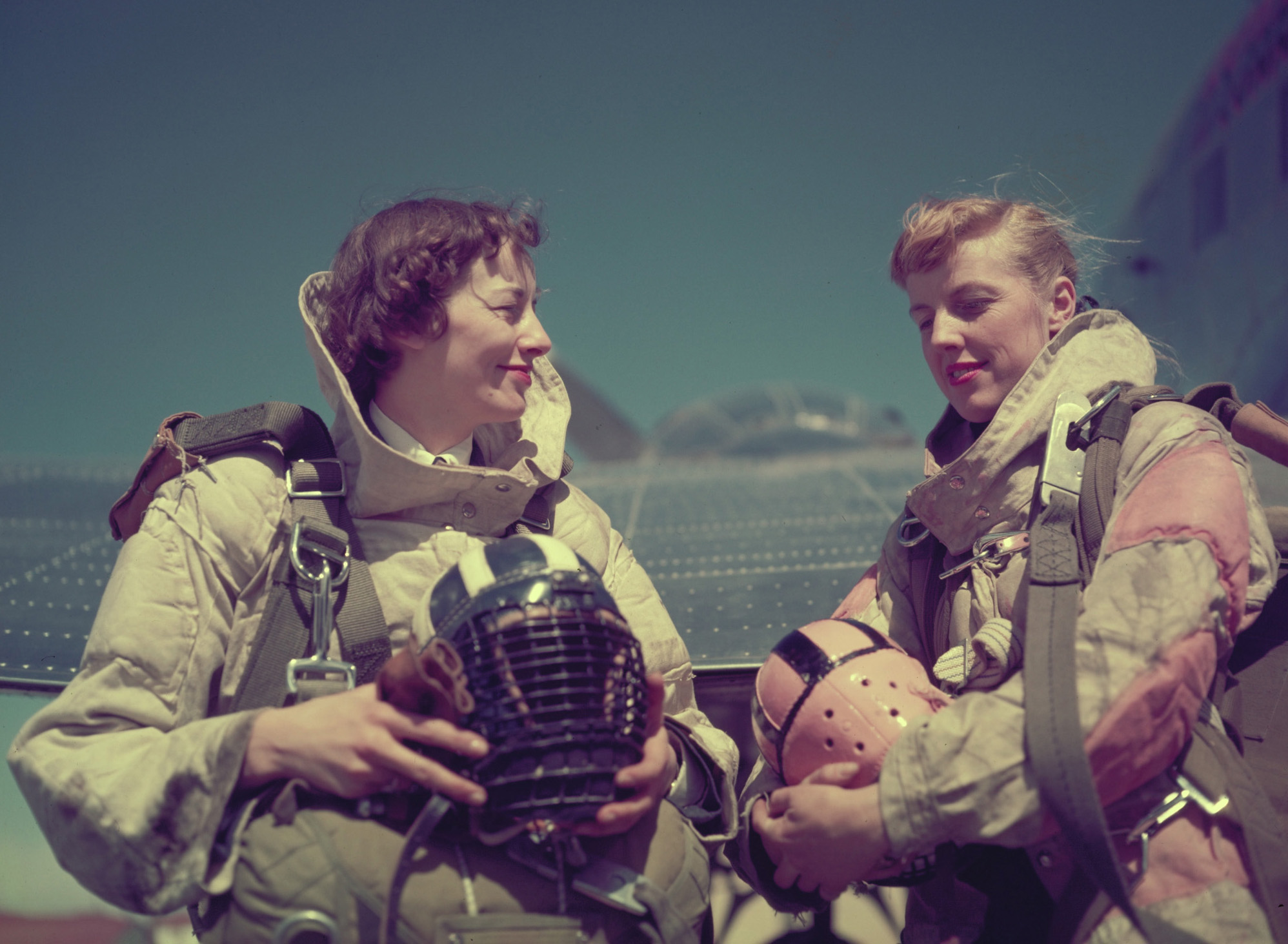 Flying Officer Marian Neilly (left) and Flight Officer Marion MacDonald, both nursing sisters, wear their para rescue jumping gear during Operation Pike Peak in Colorado in March 1955. PHOTO: DND Archives, PC-676