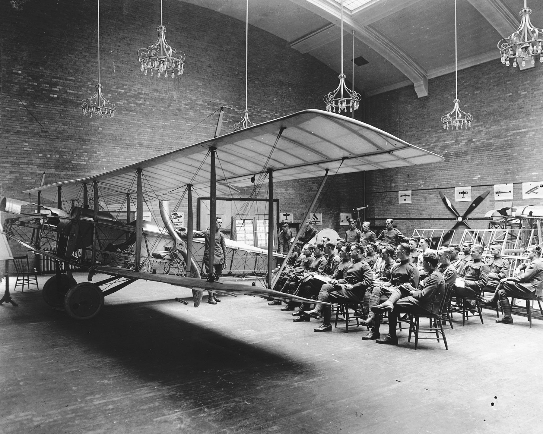 At the School of Aviation in Toronto, Ontario, Royal Flying Corps Canada students attend a lecture on aircraft rigging. PHOTO: DND Archives, RE-19062-40