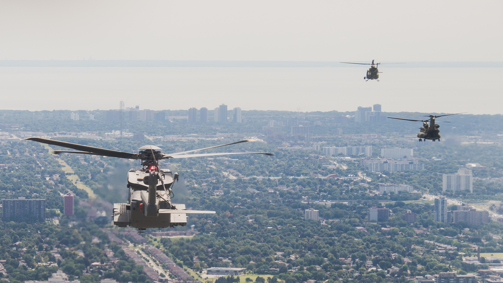 RCAF helicopters fly over Toronto during the presentation and consecration of RCAF Colours on September 1, 2017 (left to right): CH-148 Cyclone, CH-146 Griffon and CH-147F Chinook. PHOTO: Master Corporal Precious Carandang, LX01-2017-0077-0