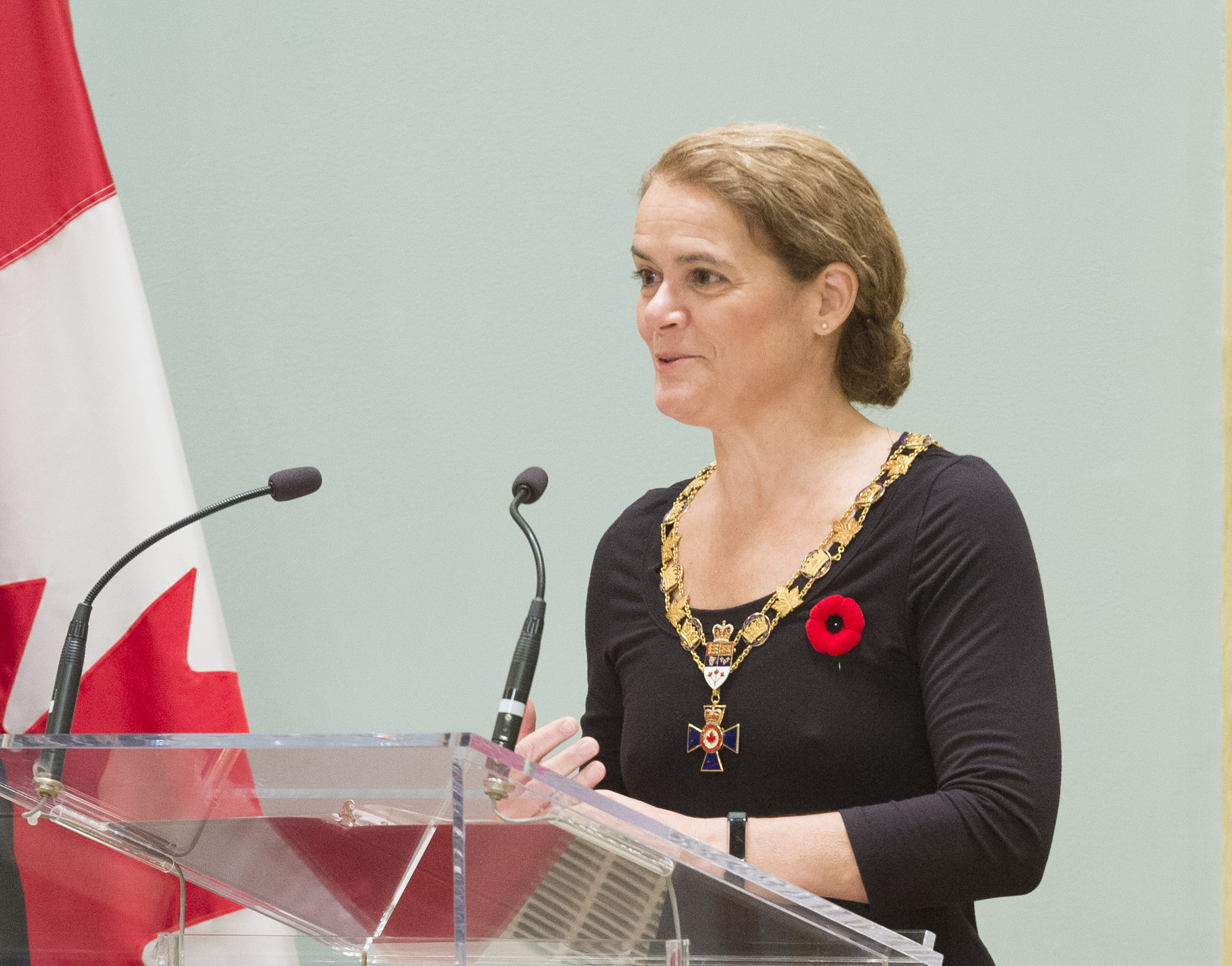 Governor General and Commander-in-Chief of Canada Julie Payette addresses recipients of the Order of Military Merit and their guests as the induction ceremony begins on November 10, 2017, at Rideau Hall in Ottawa. PHOTO: Sergeant Johanie Maheu, Rideau Hall © OSGG, GG05-2017-0395-008