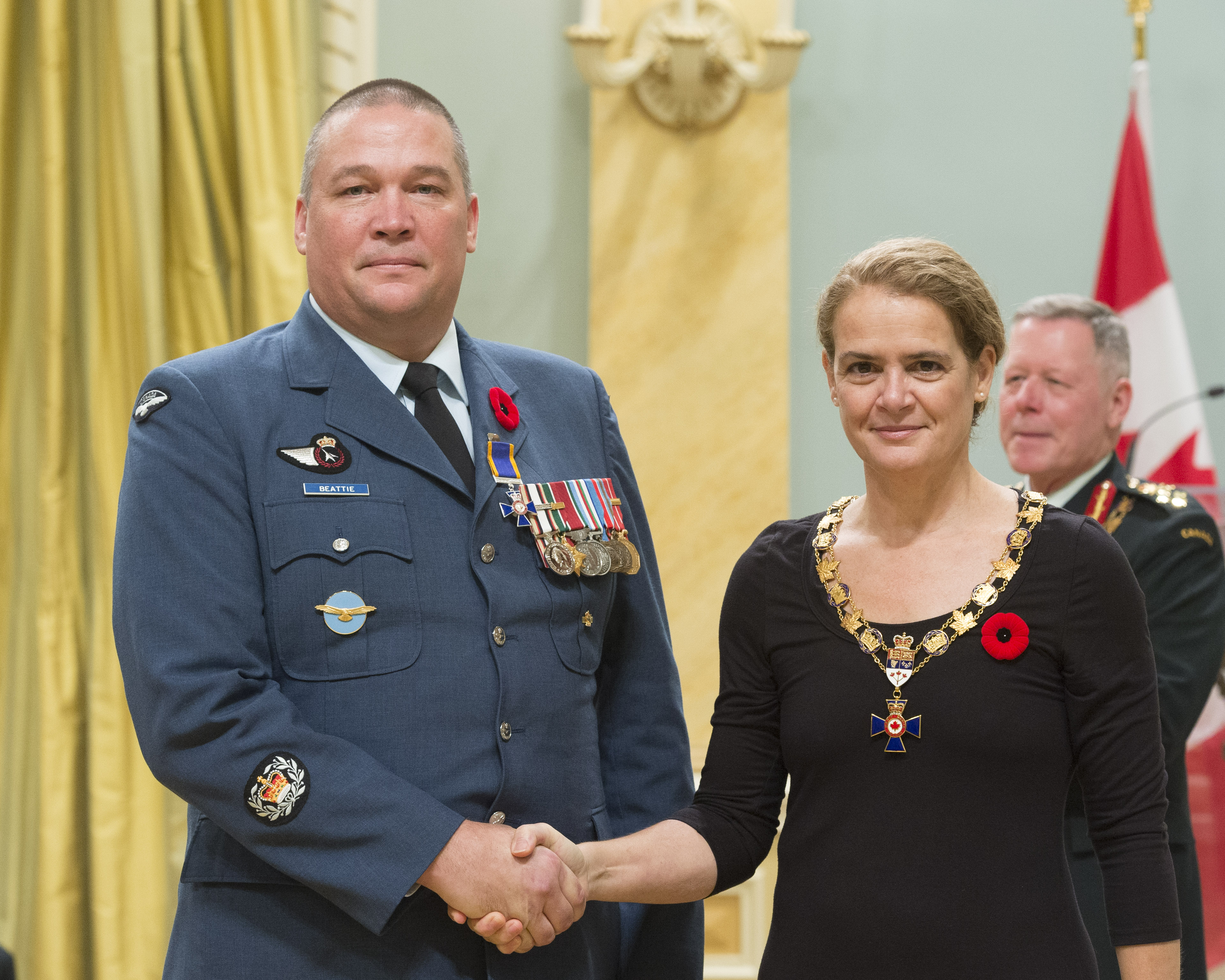 Governor General and Commander-in-Chief of Canada Julie Payette inducts Master Warrant Officer Kevin Grant Beattie, 442 Transport and Rescue Squadron, Lazo, British Columbia, into the Order of Military Merit at Rideau Hall on November 10, 2017. PHOTO: Sergeant Johanie Maheu, Rideau Hall © OSGG, GG05-2017-0395-027