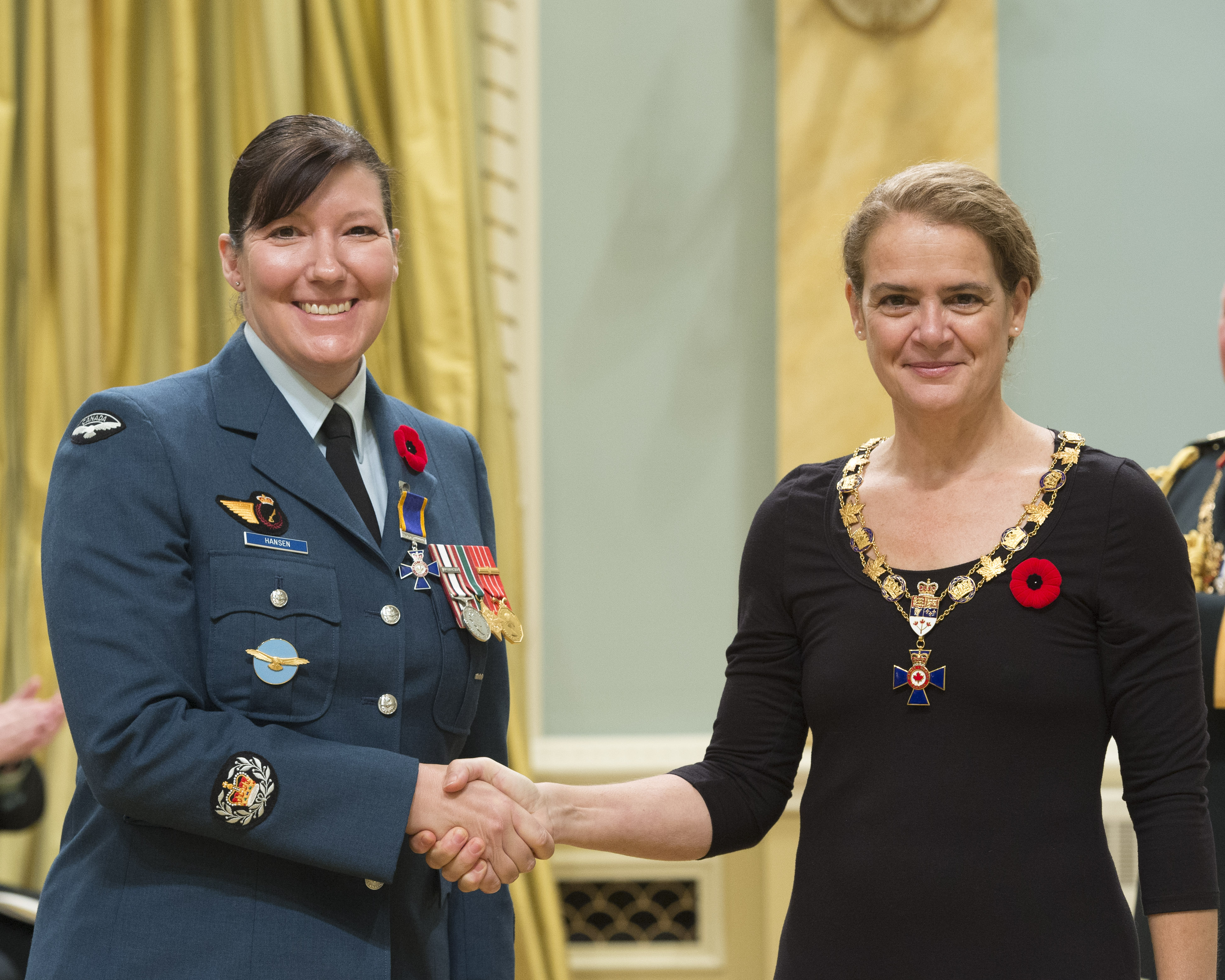 Governor General and Commander-in-Chief of Canada Julie Payette inducts Master Warrant Officer Renee Joyce Hansen, Office of Director General Military Careers, Ottawa, Ontario, into the Order of Military Merit at Rideau Hall on November 10, 2017. PHOTO: Sergeant Johanie Maheu, Rideau Hall © OSGG, GG05-2017-0395-038