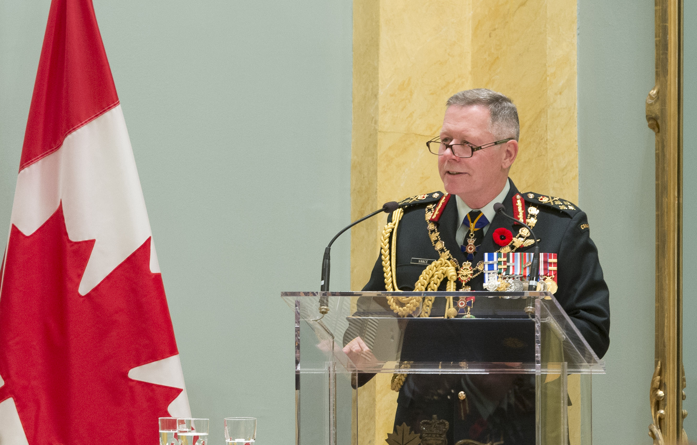 General Jonathan Vance, Chief of the Defence Staff, addresses inductees into the Order of Military Merit and their guests following the presentation of the order's insignia at Rideau Hall on November 10, 2017. PHOTO: Sergeant Johanie Maheu, Rideau Hall © OSGG, GG05-2017-0395-065