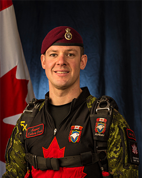 Sergeant Zack Jacob, the SkyHawks' public relations non-commissioned officer, was Honorary Colonel Dan Hennessey's partner for a tandem parachute jump at 14 Wing Greenwood, Nova Scotia, in August 2017. PHOTO: DND