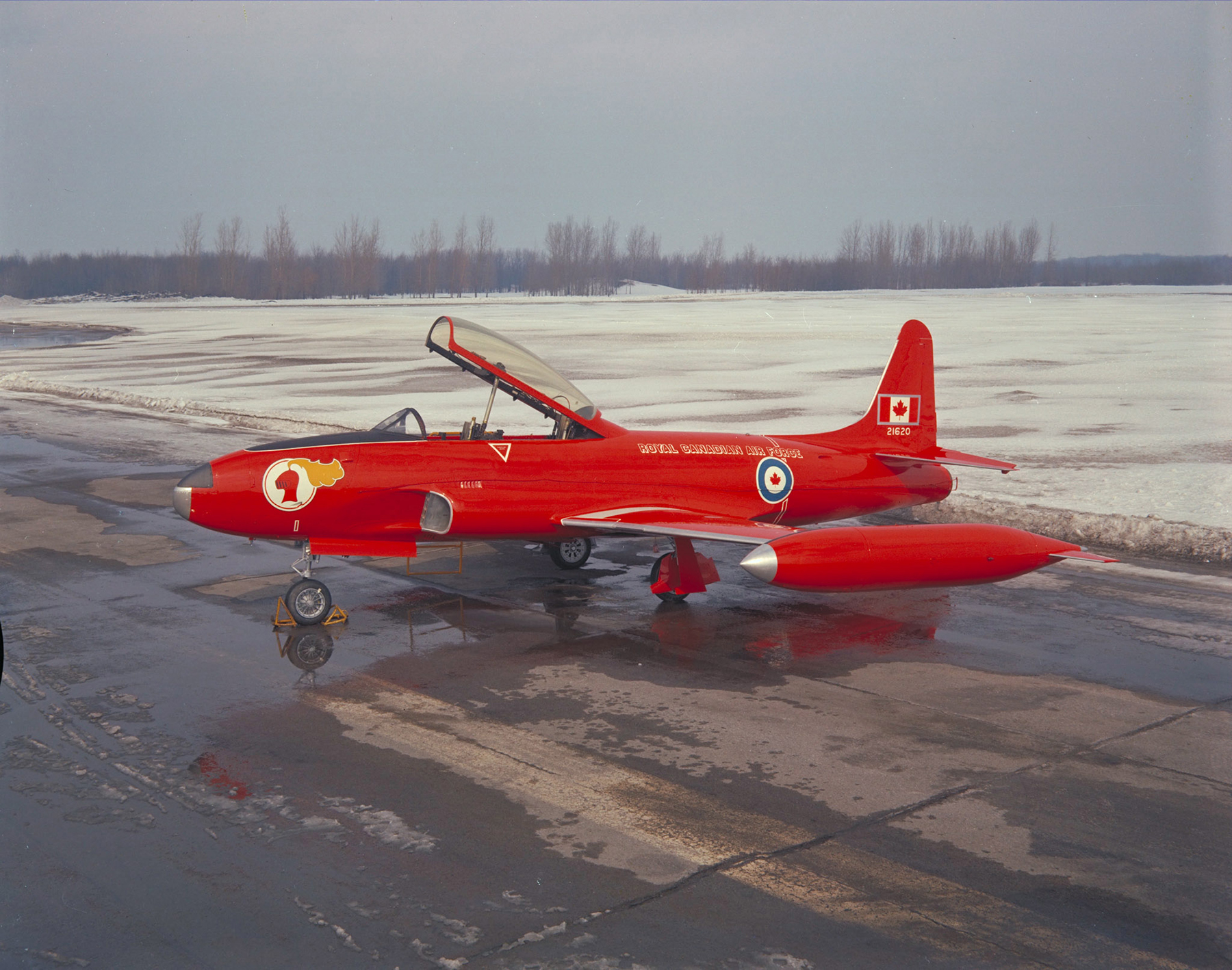 The Red Knight aircraft, a CT-133 Silver Star, sports a new type of red paint for the Golden Centennaires' 1967 Centennial show season. PHOTO: DND Archives, PCN67-283