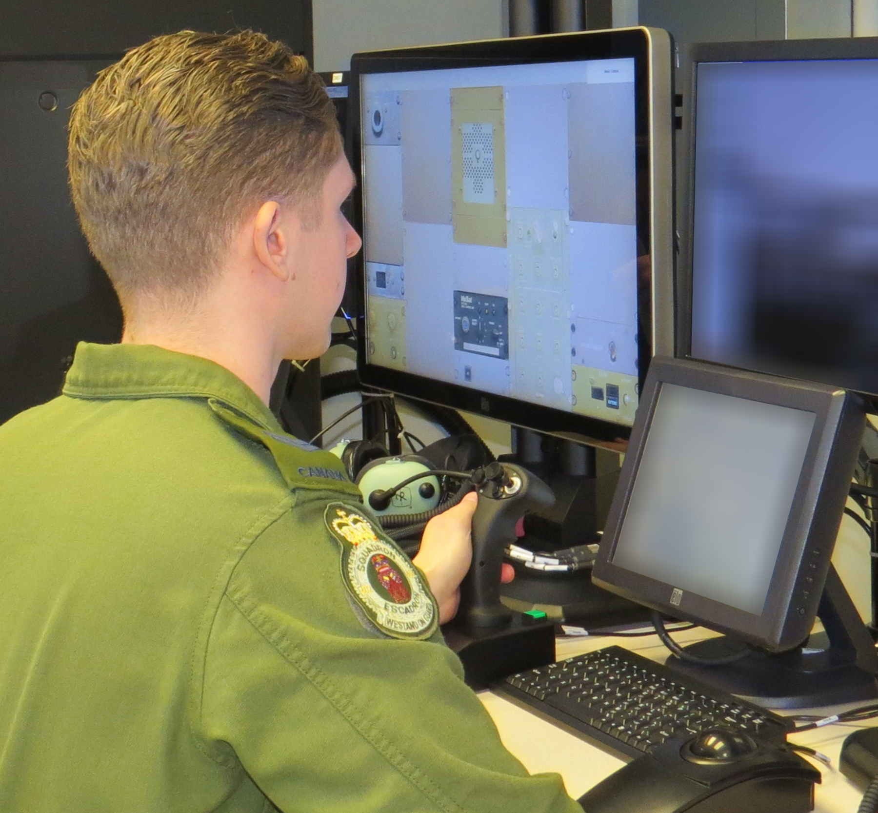 Corporal Connor Slaunwhite learns the Procedural Crew Trainer System at 402 Squadron, located at 17 Wing Winnipeg, Manitoba. PHOTO: Officer Cadet Kylie Penney