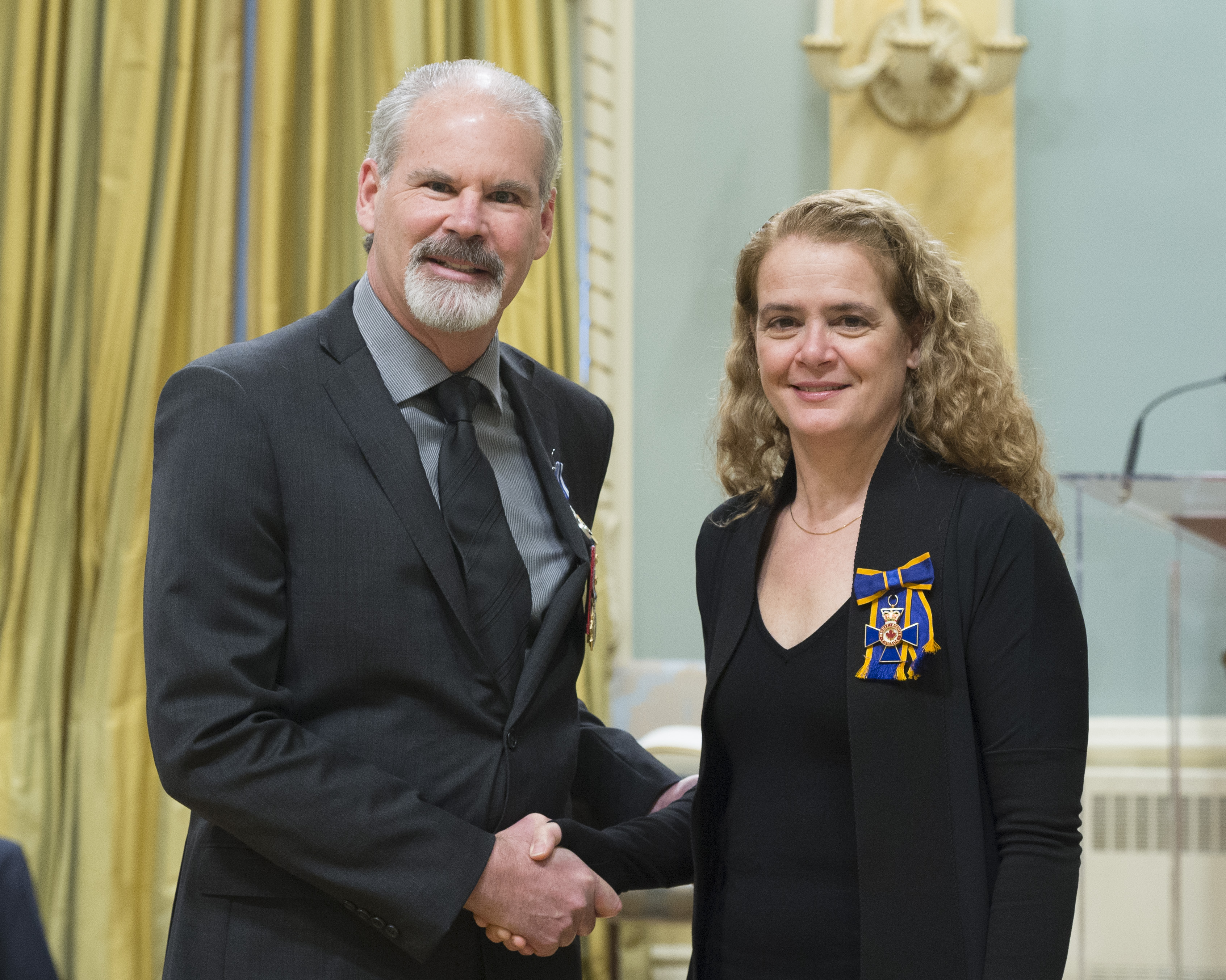 Colonel Joseph Robert François Malo receives the Meritorious Service Medal (Military Division) from Governor General and Commander-in-Chief of Canada Julie Payette on February 28, 2018. PHOTO: Sergeant Johanie Maheu, OSGG, GG05-2018-0066-039