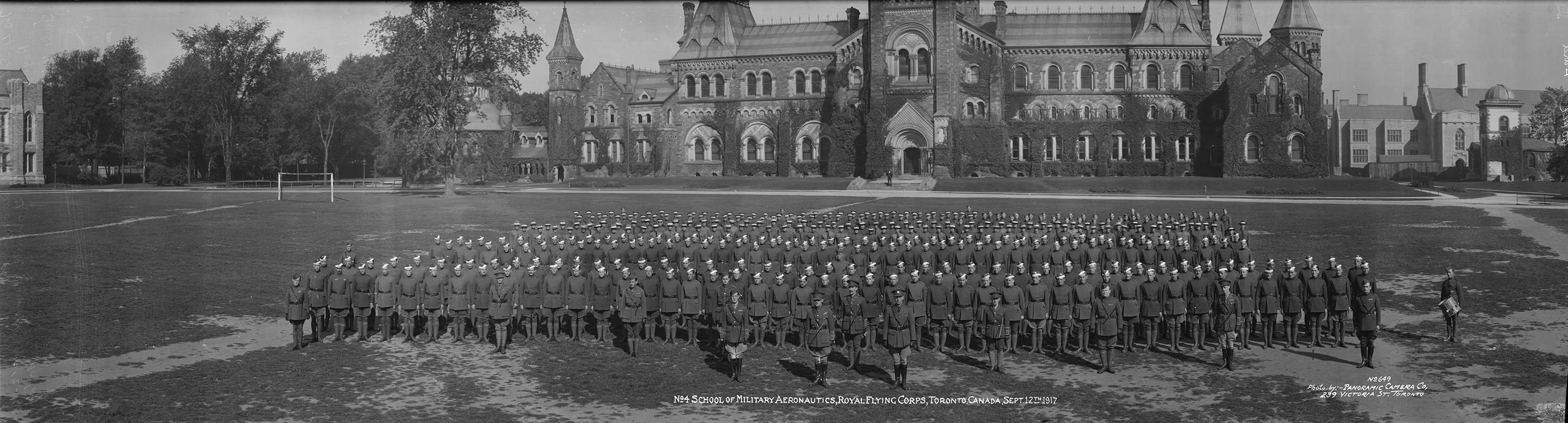 Students and staff of the No. 4 School of Military Aeronautics, Royal Flying Corps Canada, in Toronto on September 12, 1917. PHOTO: LAC MIKAN 4473699