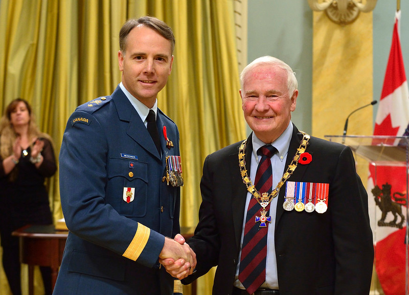 Governor General and Commander-in-Chief of Canada David Johnston presents Brigadier-General Al Meinzinger with the insignia of Officer of the Order of Military Merit on November 8, 2013, at Rideau Hall in Ottawa. On May 4, 2018, now-Lieutenant-General Meinzinger took command of the Royal Canadian Air Force. PHOTO: Sergeant Ronald Duchesne, Rideau Hall, GG2013-0525-007-L