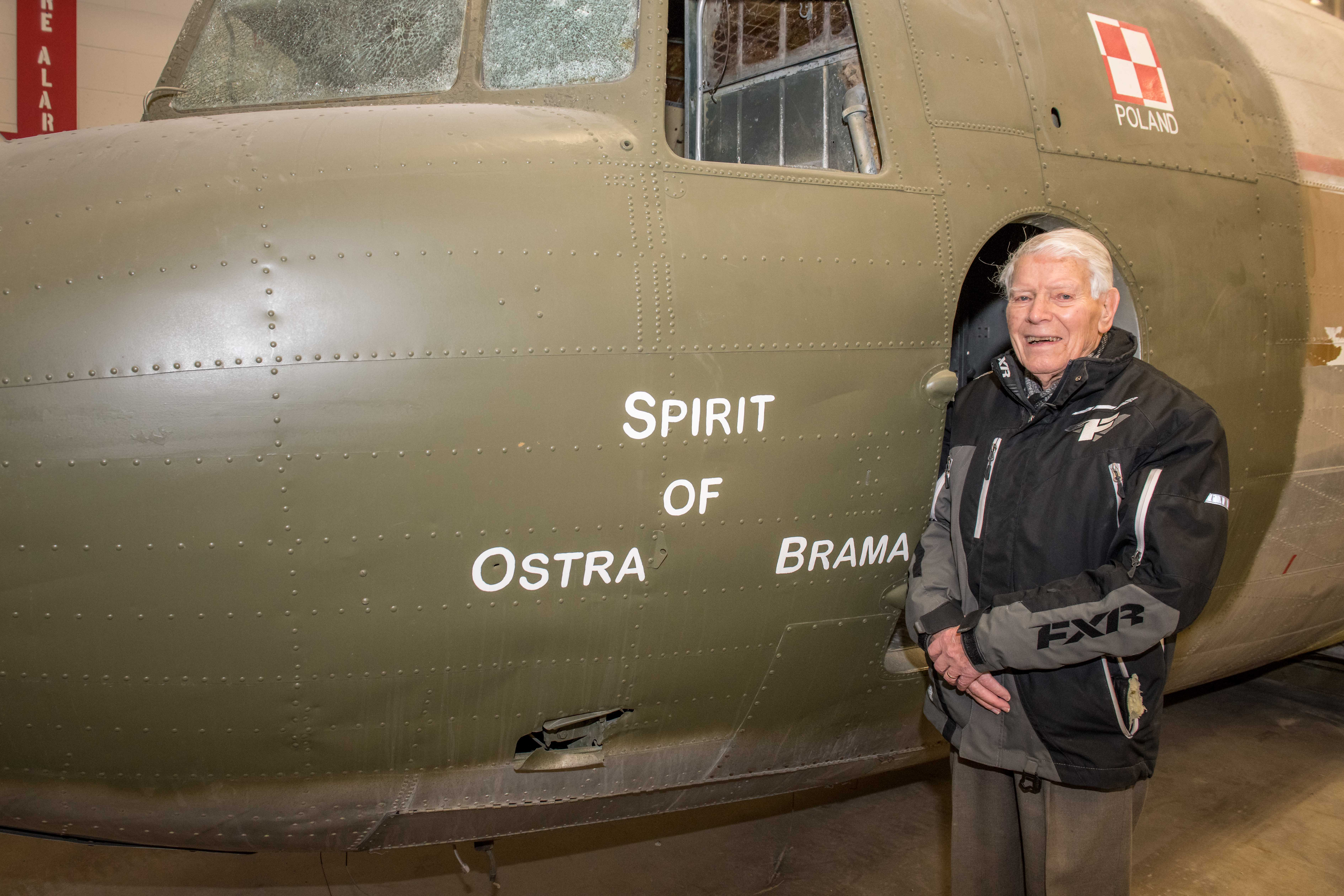 "During a visit to 17 Winnipeg on January 29, 2019, Richard Earl, a Second World War veteran of the Burma campaign who flew on Dakotas, visited the ""Spirit of Ostra Brama"", a Dakota flown by Polish airmen serving with the Royal Air Force during the Second World War. The ""Dak"" is being repatriated to Poland. PHOTO: Sergeant Daren Kraus, FW2019-0005-31"
