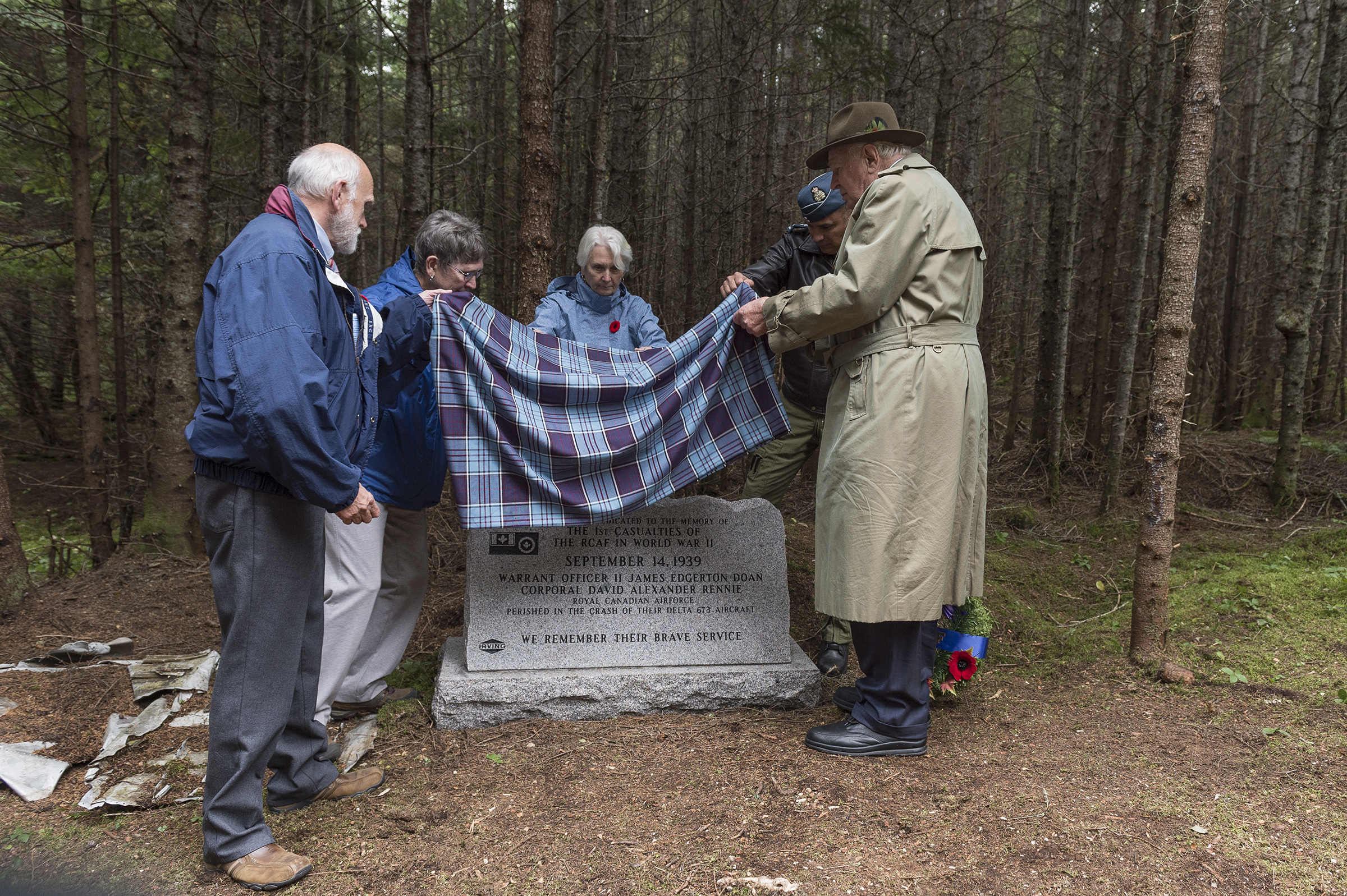 On September 14, 2019, (from left) Walter Bateson, Lynda Diepold, Shirley Routliffe, Major-General Blaise Frawley and Mr. J.K. Irving unveil the monument commemorating Warrant Officer Class 2 James Edward Doan and Corporal David Alexander Rennie who died on September 14, 1939, when their Northrop Delta aircraft crashed near Plaster Rock, New Brunswick. PHOTO: Corporal Nicolas Alonso, GN02-2019-0949-018
