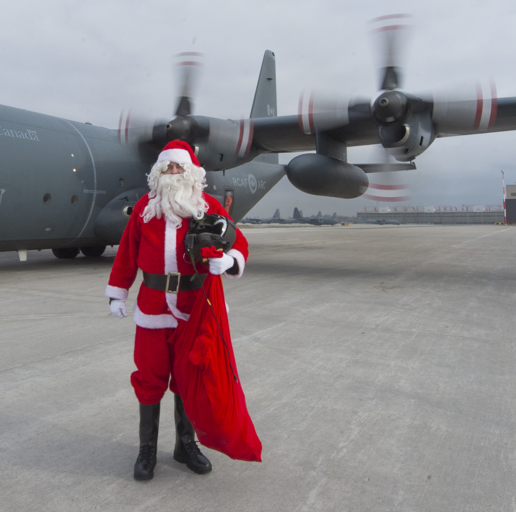 On December 5, 2018, Santa Claus went for a familiarization flight onboard a CC-130H Hercules from 424 Transport and Rescue Squadron. PHOTO: Leading Seaman Dan Bard, TN09-2018-0441-168