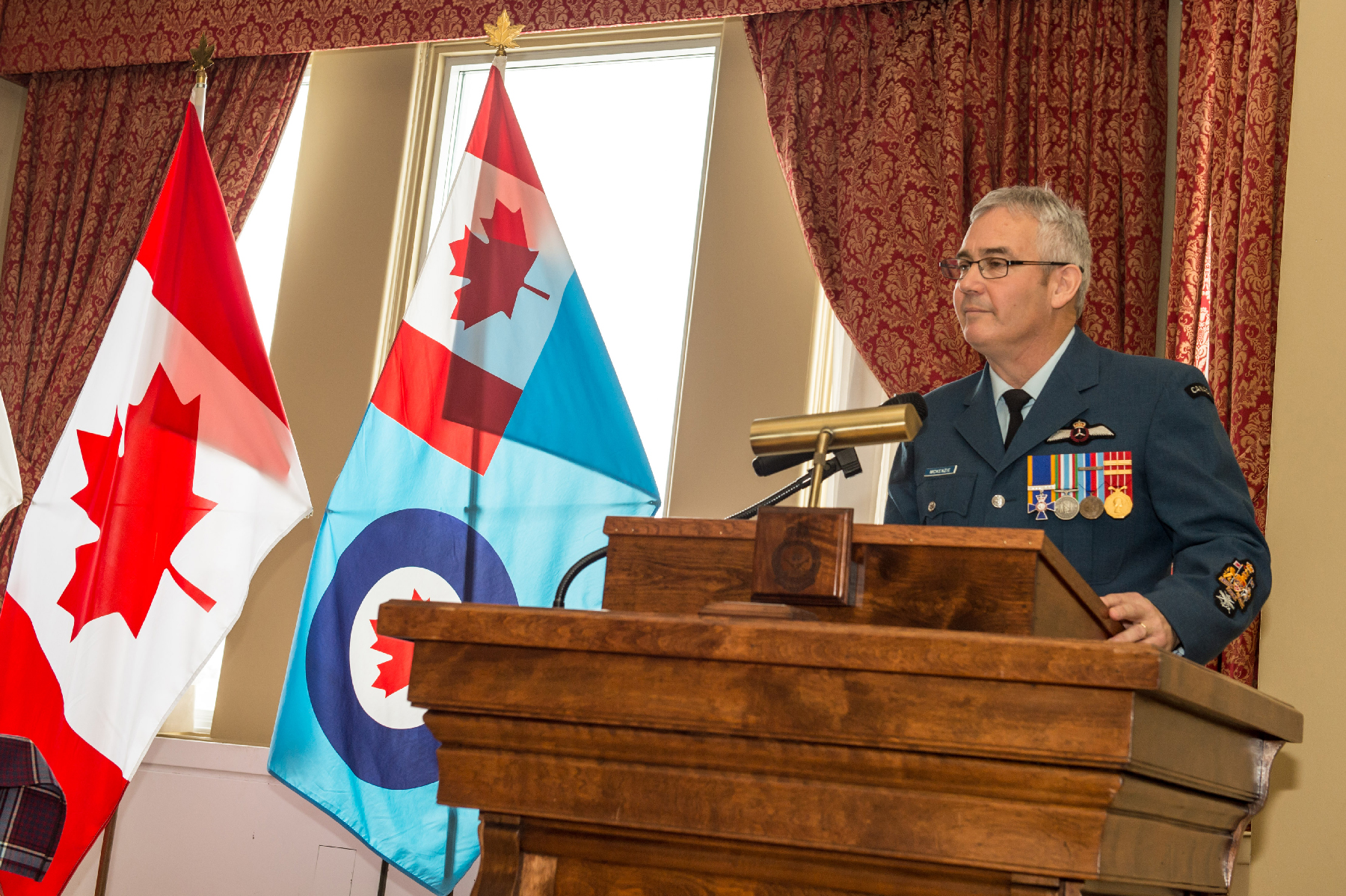 RCAF Reserve Chief Warrant Officer, Chief Warrant Officer Jim McKenzie, addresses attendees during his appointment ceremony at 8 Wing Trenton, Ontario, on January 21, 2020. PHOTO: Corporal Kenneth Beliwicz