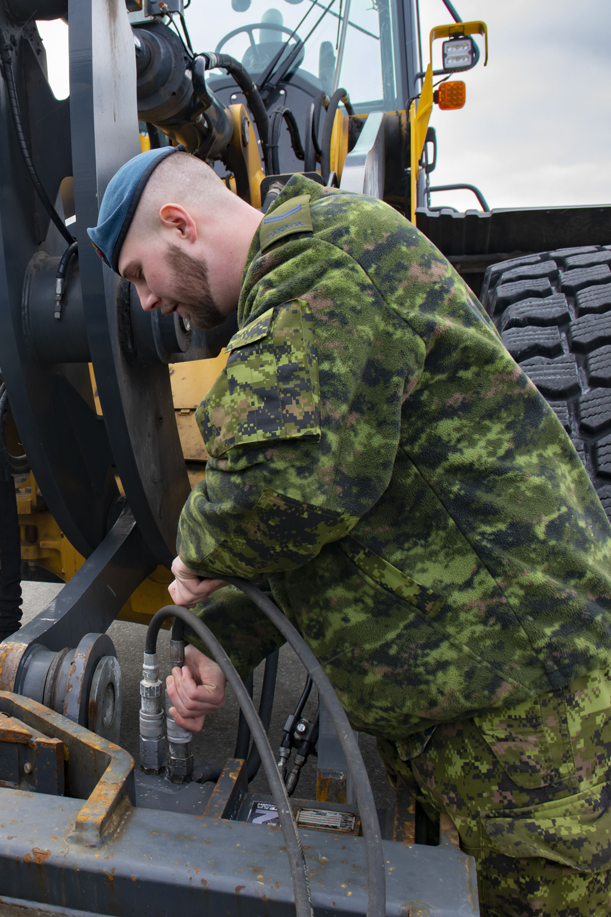 Before getting into his vehicle, Corporal Benjamin Russell carries out an inspection. PHOTO: Aviator Olivia Mainville