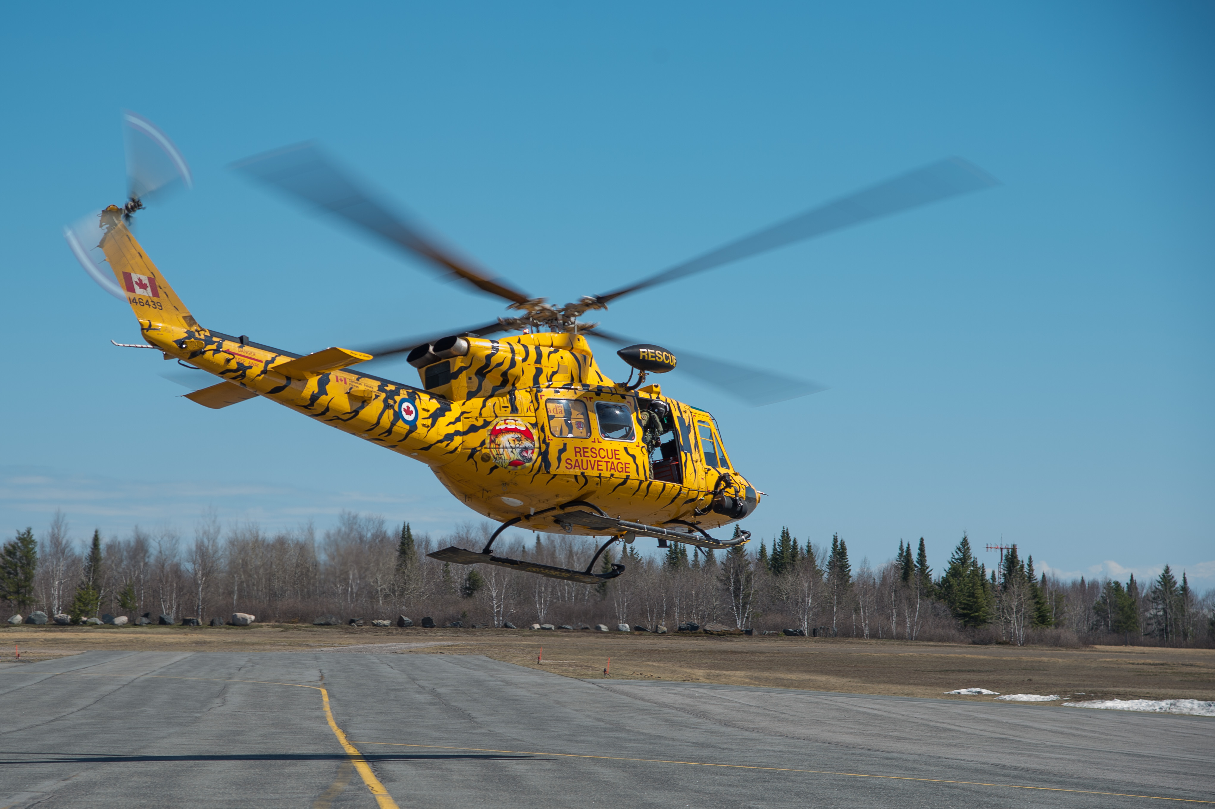 A CH-146 Griffon from 439 Combat and Support Squadron departs Kenora Airport in Ontario during CHINTHEX 2017 on May 5, 2017. PHOTO: Corporal Justin Ancelin
