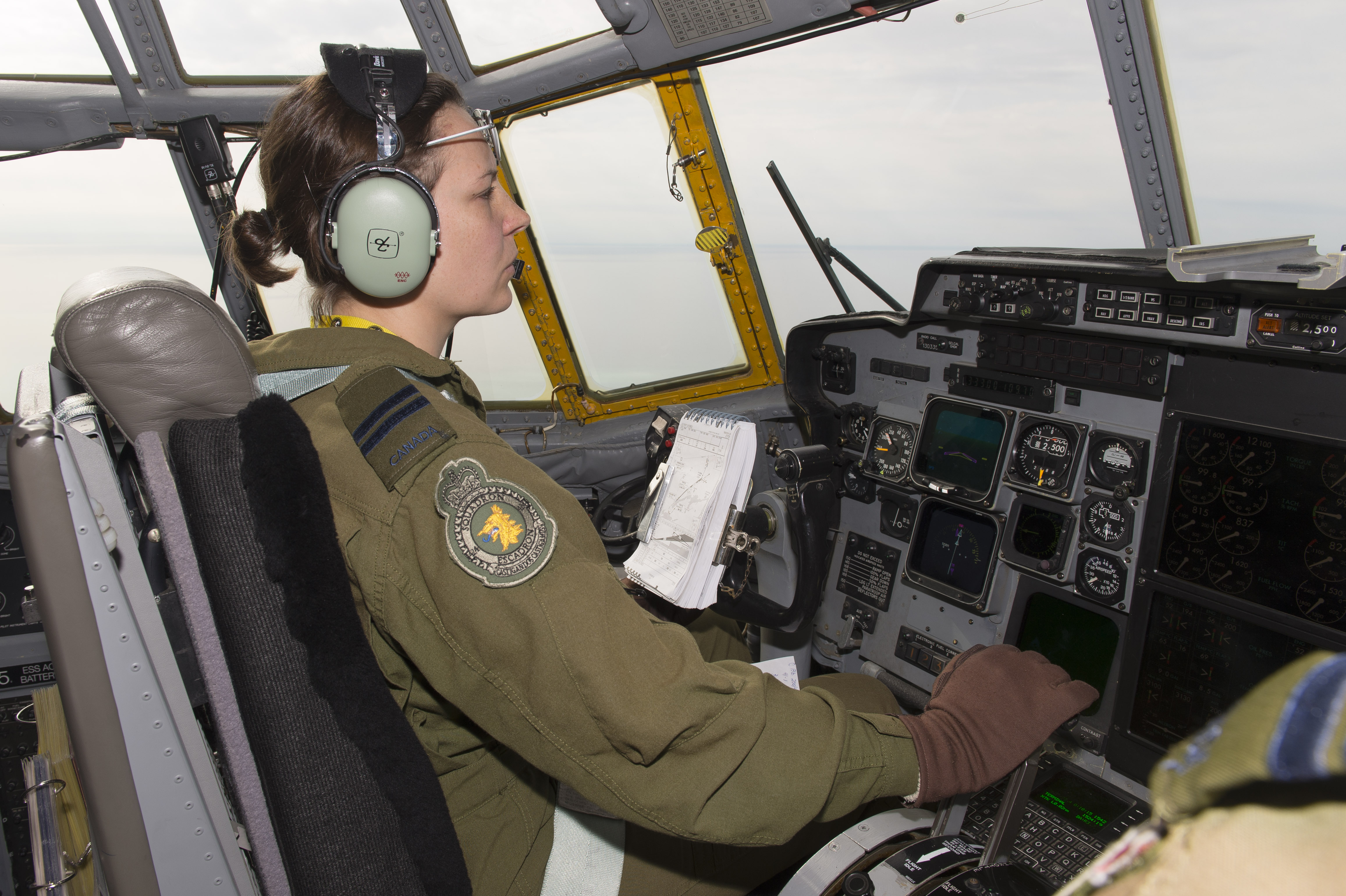 Captain Marie-Hélène Marseille, a pilot with 424 Squadron, adjusts her aircraft's speed during a search and rescue exercise on February 28, 2018, while flying over Hamilton, Ontario. PHOTO: Ordinary Seaman Paul Green