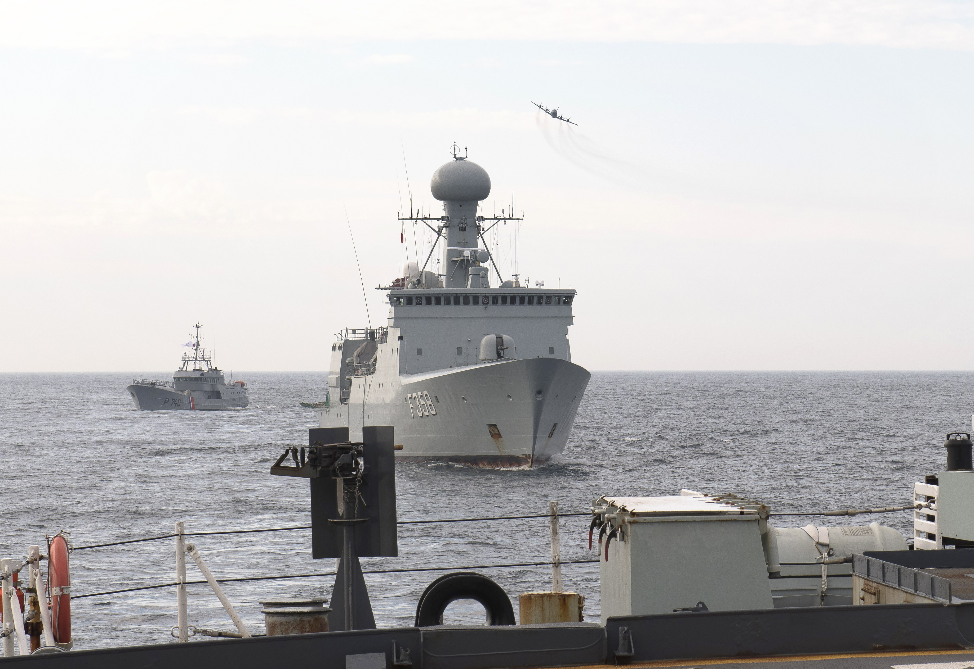 In August 2020, during Operation Nanook, an RCAF CP-140 Aurora aircraft approaches French coastal patrol vessel Fulmar (rear), ocean patrol vessel Her Danish Majesty's Ship Thetis, and Canadian Halifax-class frigate HMCS Ville de Québec (foreground). PHOTO: Op Nanook