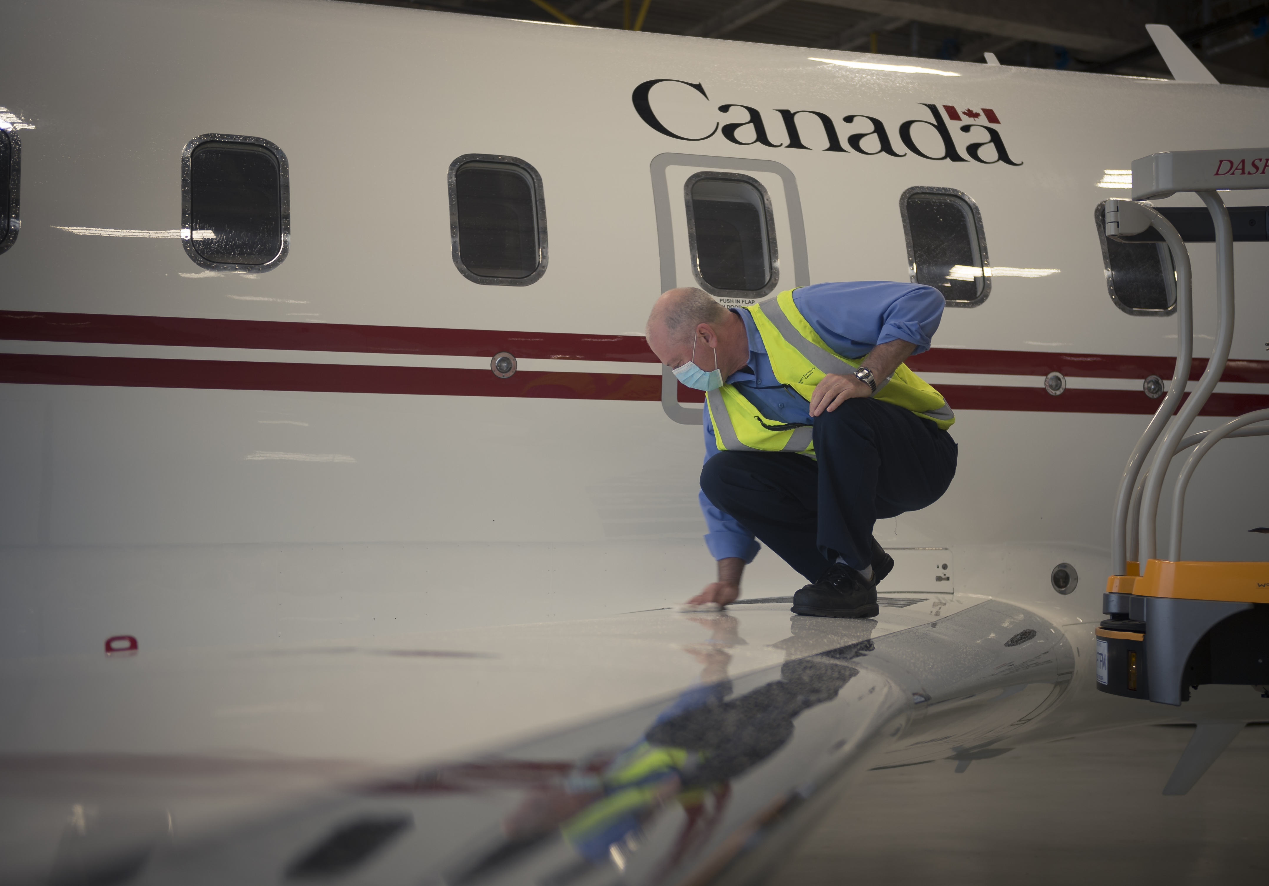 A Transport Canada technician prepares the new CC-144 Challenger Aircraft received at 412 Squadron located in Ottawa, Ontario on 27 August 2020. PHOTO: Corporal Desiree T. Bourdon