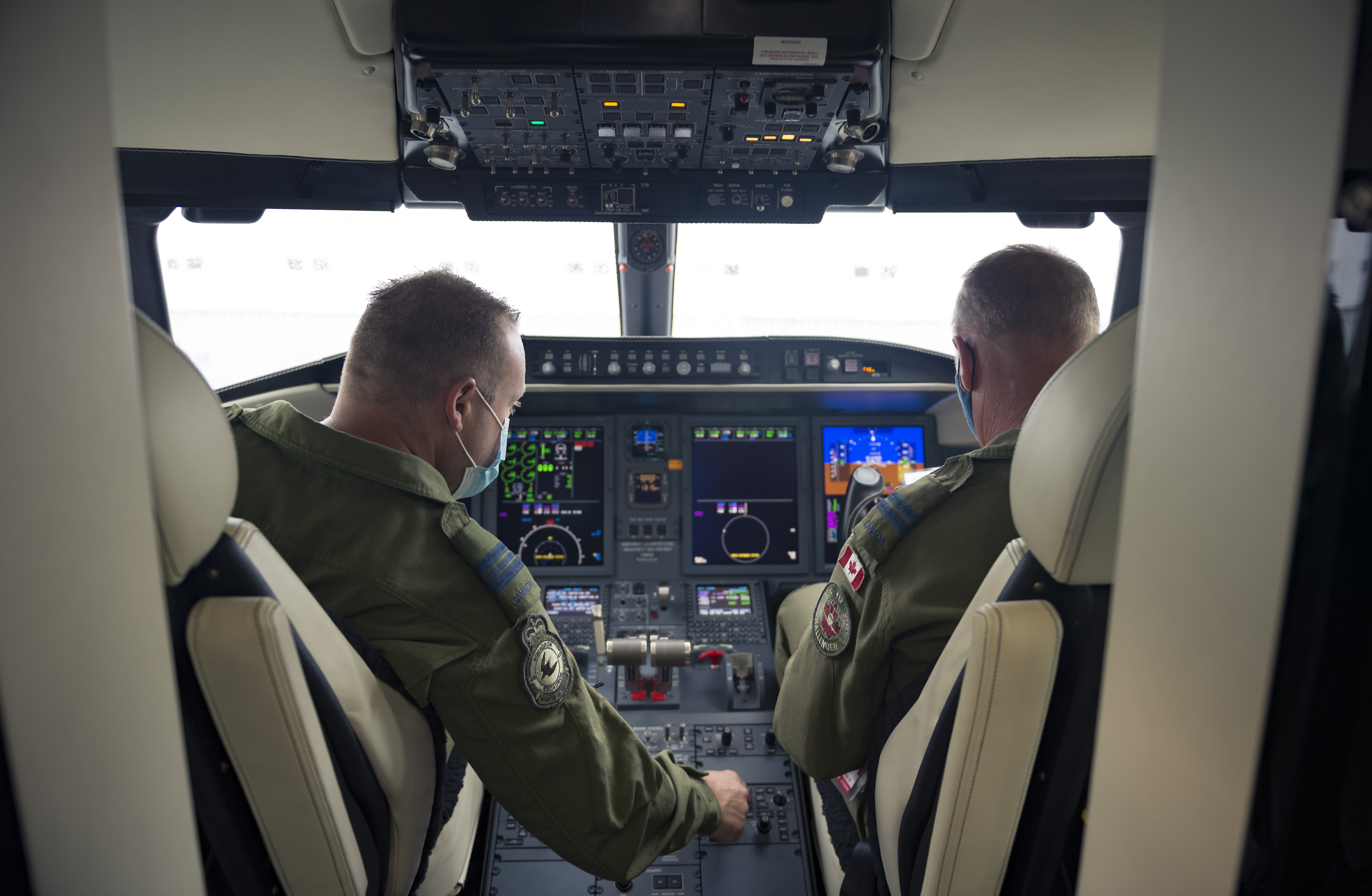 Maj V.S. Roy (Left) and Capt A.P.P. Couillard (Right), pilots at 412 Squadron, performing pre-flight checks in the new CC-144 Challenger aircraft in Ottawa, Ontario on 27 August 2020. PHOTO: Corporal Desiree T. Bourdon